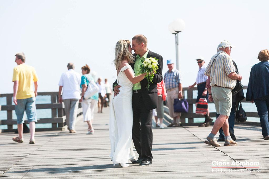 Binz-Rettungsturm-Seebruecke-Hochzeit-4.jpg